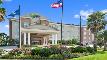 Featured Image | Holiday Inn Express & Suites Gonzales