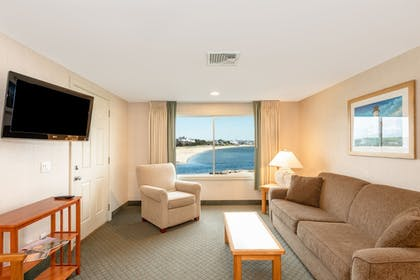 Guestroom | Green Harbor Resort