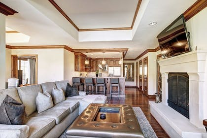 Living Area | Legendary Lodging at the Ritz-Carlton Residences