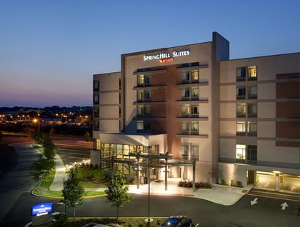 Hotel Front - Evening/Night | Springhill Suites by Marriott Alexandria Old Town/Southwest