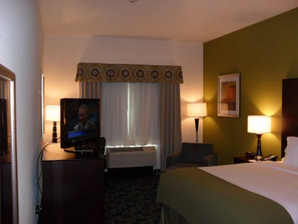 Guestroom | Holiday Inn Express and Suites Urbandale