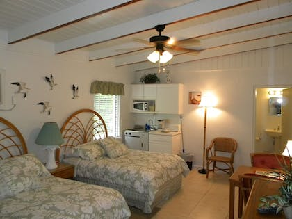 Guestroom | Anchor Inn and Cottages