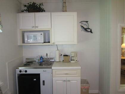 In-Room Kitchenette | Anchor Inn and Cottages