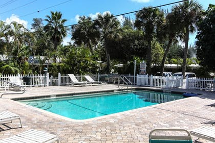Outdoor Pool | Anchor Inn and Cottages