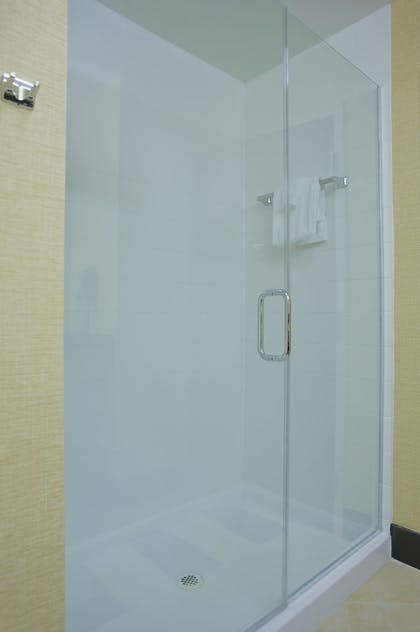 Bathroom Shower | Fairfield Inn & Suites Columbus