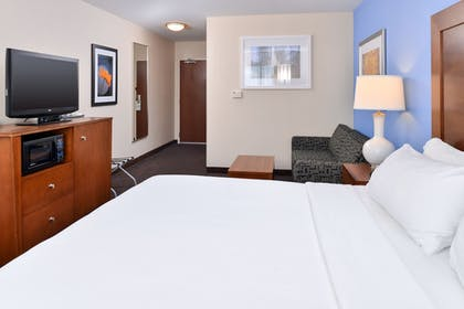 Guestroom | Holiday Inn Express Hotel & Suites Terre Haute