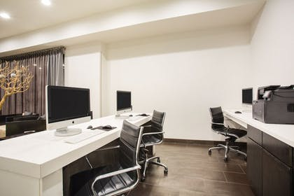 Business Center | Holiday Inn Express Hotel & Suites Amarillo West