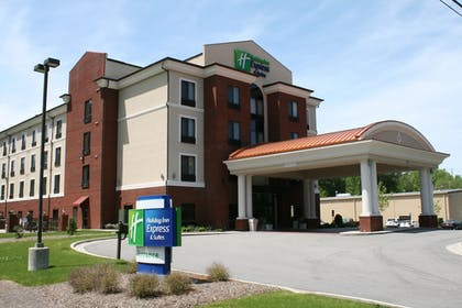 Featured Image | Holiday Inn Express Hotel & Suites Rockingham