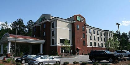 Parking | Holiday Inn Express Hotel & Suites Rockingham
