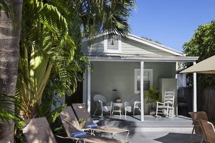 Property Grounds | The Southernmost Inn-Adults Only