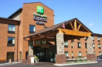 Featured Image | Holiday Inn Express Hotel & Suites Donegal
