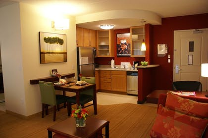 Guestroom | Residence Inn by Marriott Pittsburgh Monroeville/Wilkins