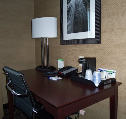 Guestroom | Holiday Inn Express Arkadelphia - Caddo Valley