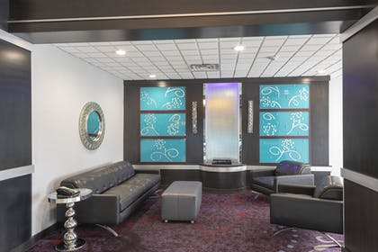 Lobby Sitting Area | Holiday Inn Express Hotels & Suites Columbus-Polaris Parkway