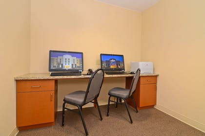 Business Center | Candlewood Suites Chambersburg