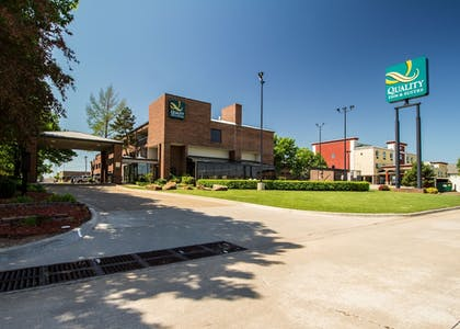 Property Grounds | Quality Inn & Suites Fairgrounds West