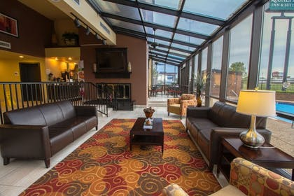 Lobby Sitting Area | Quality Inn & Suites Fairgrounds West
