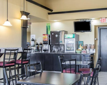 Breakfast Area | Quality Inn & Suites Fairgrounds West