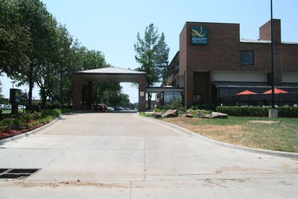 Hotel Entrance | Quality Inn & Suites Fairgrounds West