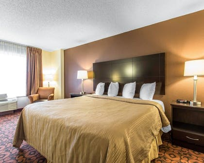 Guestroom | Quality Inn & Suites Fairgrounds West