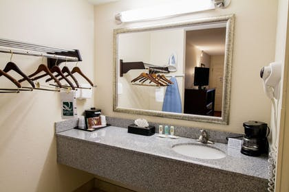 Bathroom | Quality Inn & Suites Fairgrounds West