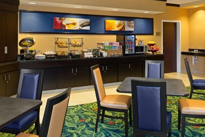 Breakfast Area | Fairfield by Marriott Inn & Suites Tacoma Puyallup