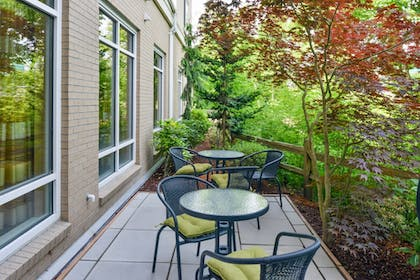 Terrace/Patio | Fairfield by Marriott Inn & Suites Tacoma Puyallup