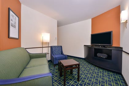 Living Area | Fairfield by Marriott Inn & Suites Tacoma Puyallup