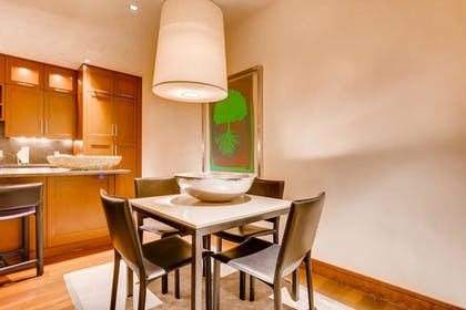In-Room Dining | Solaris Residences
