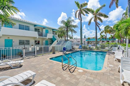Outdoor Pool | Hollywood Beachside Boutique Suites