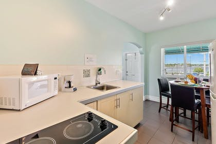 Private Kitchen | Hollywood Beachside Boutique Suites