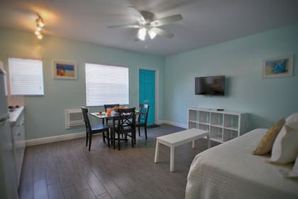 Guestroom | Hollywood Beachside Boutique Suites
