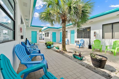 Courtyard | Hollywood Beachside Boutique Suites