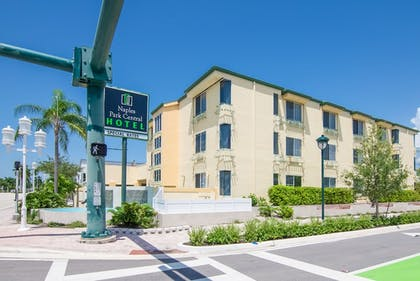 Featured Image | Naples Park Central Hotel