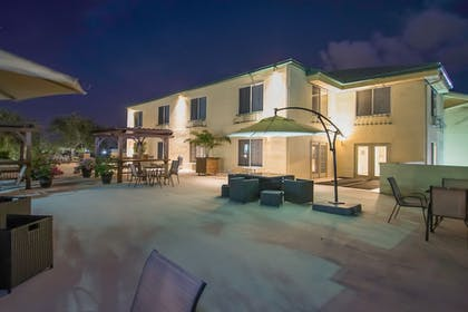 Terrace/Patio | Naples Park Central Hotel