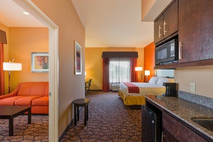 Guestroom | Holiday Inn Express & Suites Alpine Southeast