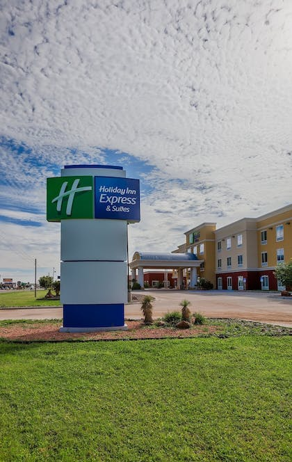 Featured Image | Holiday Inn Express & Suites Alpine Southeast