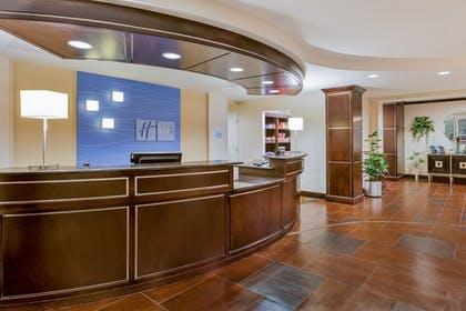 Lobby | Holiday Inn Express & Suites Alpine Southeast