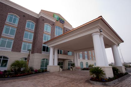 Featured Image | Holiday Inn Express Hotel & Suites Charleston Arpt-Conv Ctr