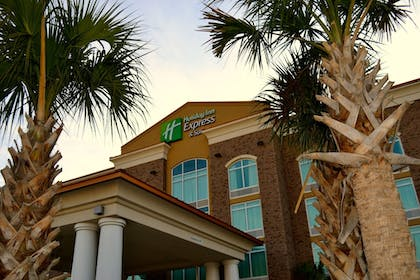Hotel Front | Holiday Inn Express Hotel & Suites Charleston Arpt-Conv Ctr