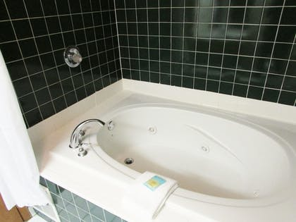 Jetted Tub | Arbors at Island Landing Hotel & Suites