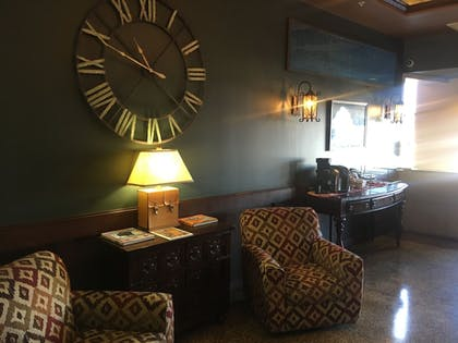 Lobby Sitting Area | The Campbell Hotel on Route 66