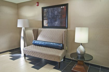 Lobby   Holiday Inn Express & Suites Jackson / Pearl Intl Airport