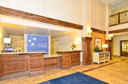 Lobby | Holiday Inn Express and Suites Williston