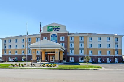 Exterior | Holiday Inn Express and Suites Williston