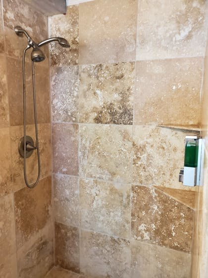 Bathroom Shower | Captain Pips Marina & Hideaway