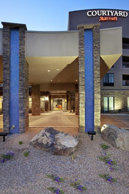 Exterior | Courtyard Scottsdale Salt River