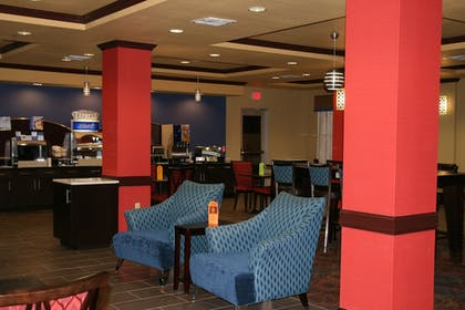 Restaurant | Holiday Inn Express and Suites George West