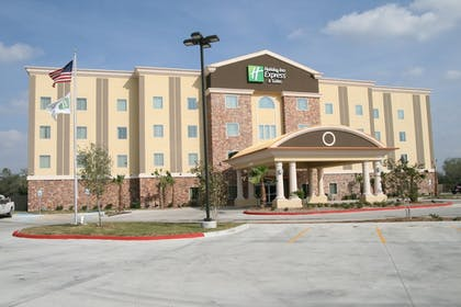 Exterior | Holiday Inn Express and Suites George West