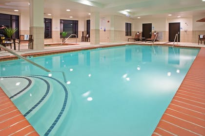 Pool | Holiday Inn Express and Suites Columbus Edinburgh